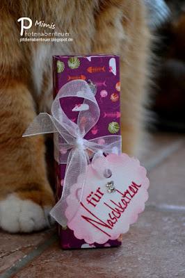 Mimi und eine Box für Naschkatzen