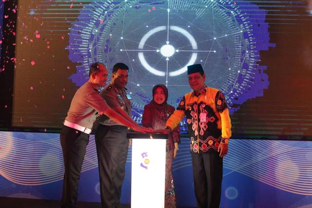 LAUNCHING - Gubernur Kalsel, H Sahbirin Noor, menghadiri dan menyaksikan Grand Launching Pengembangan Fungsi Regional Traffic Management Center (RTMC) Polda Kalimantan Selatan,  di Aula Polda Kalsel Banjarmasin, (1/2).