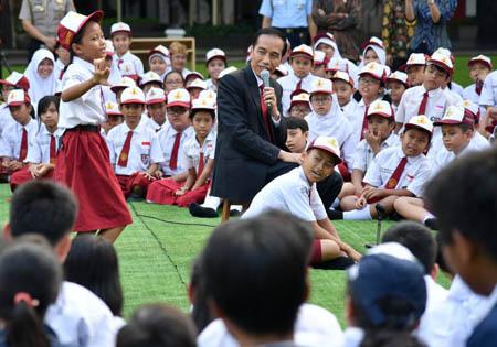 Presiden Jokowi: Anak-anak Pasti Sudah Tidak Sabar Ingin ke Sekolah dan Bermain, Kapan.....