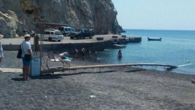 Ασυνείδητος έδεσε το σκάφος του σε ράμπα ΑΜΕΑ στην Σαντορίνη, προκαλώντας μεγάλη βλάβη