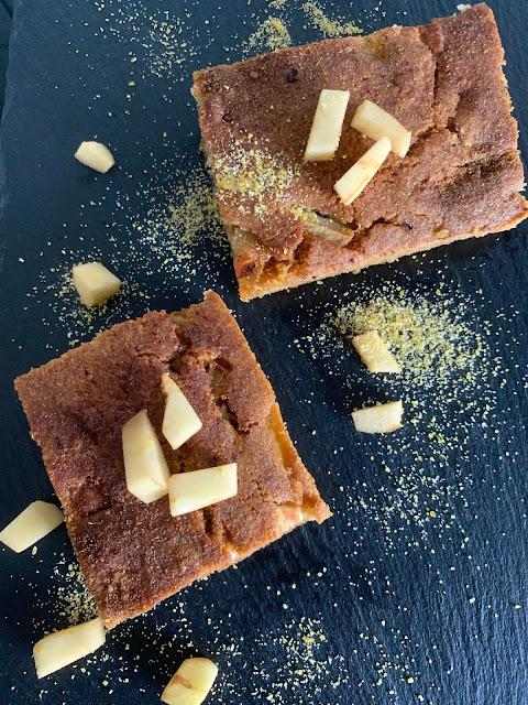 Saftiger Apfelkuchen mit Kardamom und Zimt Rezept, glutenfrei, vegan, schnell, einfach, Minimalismus, Backrezept, Apfelkuchen, Gewürze, Kuchenrezept