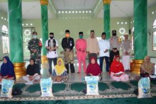 Sekda bersama Asisten 1mewakili Bupati Lingga dan Wakil Bupati mengisi Acara Safari Ramadhan di Desa Tanjung Kelit