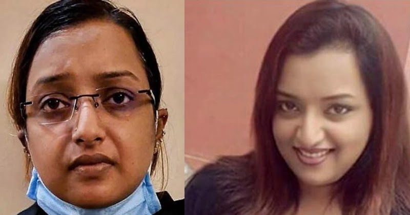 Police take selfie with Swapna Suresh on phone Printing Procedure , www.thekeralatimes.com