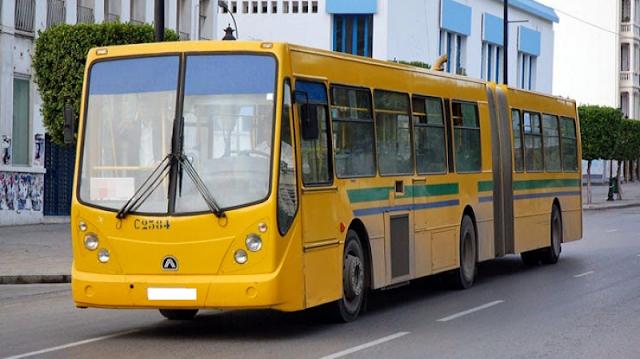 """بالفيديو / يحدث في تونس : حافلة """"زينة وعزيزة"""" مقسومة لنصفين وعلى متنها ركاب !"""