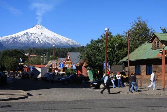 VISITAR PUCON - Como é viver e visitar uma cidade na base de um vulcão? | Chile