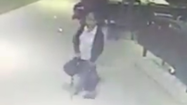 Caught on video: Woman snatching a bag inside mall