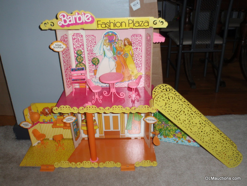 Internet Superstores Barbie Fashion Plaza With