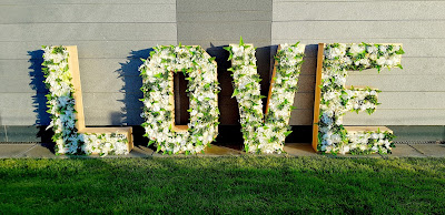 napis love kwiatowy boho wypożyczalnia dekoracji rzeszów ślubnażyczenie