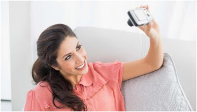 Bahaya Dibalik 5 Pose Ini, Jadi Andalan Wanita Tanpa Tahu Dampaknya ? dampak negatif dari selfie,gaya selfie yang dilarang agama,pose selfie kekinian
