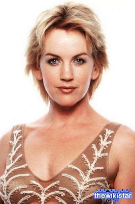 The life story of Renee O'Connor, represented Naozlandah.