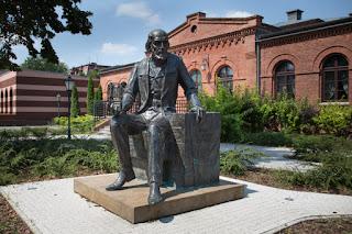 Pomnik Filipa de Girarda w Żyrardowie