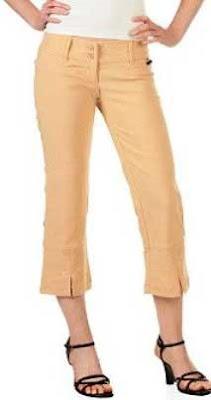 Capri yaitu celana yang panjangnya di atas mata kaki dan bagian bawah diberi belahan lebih kurang 20 cm