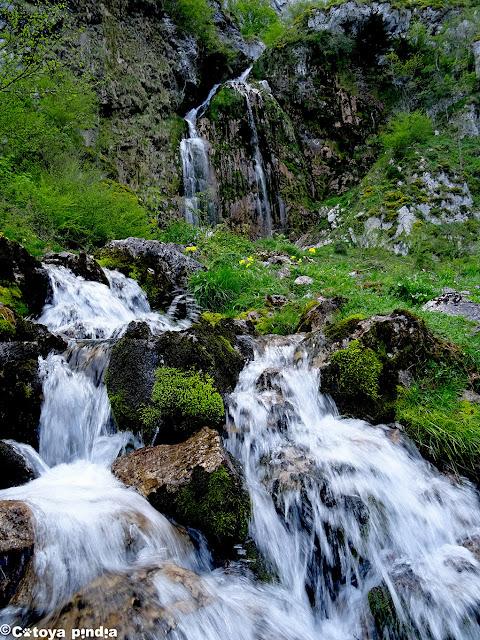 Vistas a la Cascada de Ozanía