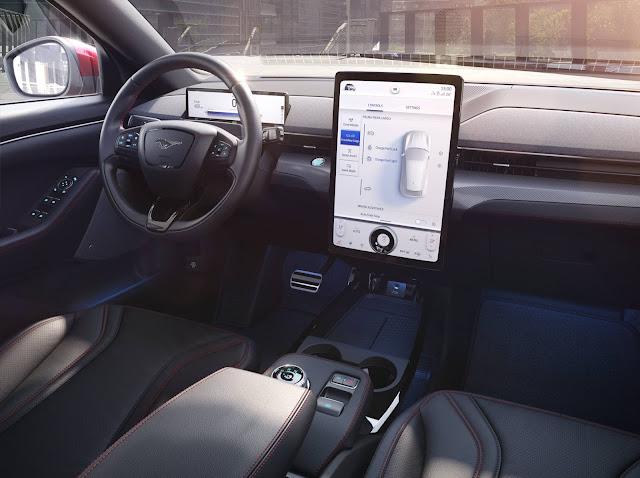 Ford Mustang Mach-E - SUV elétrico