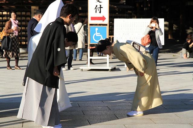 Jepang Unik Membungkuk