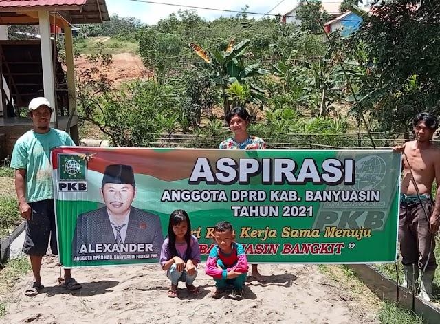 Aspirasi Alexander, Warga Desa Suka Mulya Menikmati Jalan Cor Beton