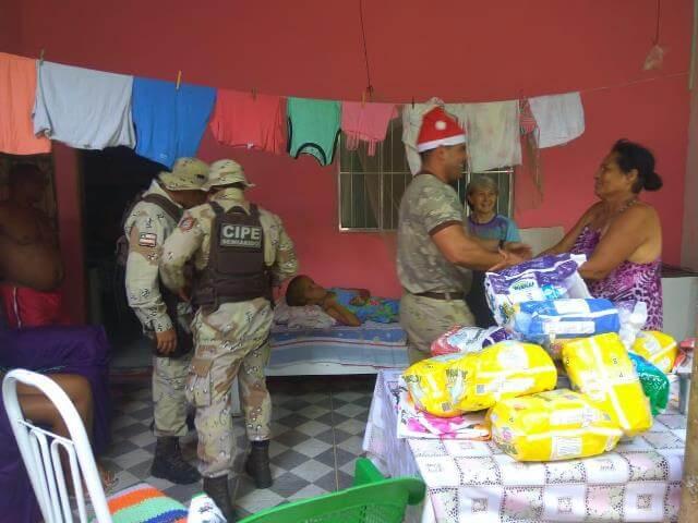 Policiais da Cipe Semiárido se solidarizam com clima de Natal e fazem doações