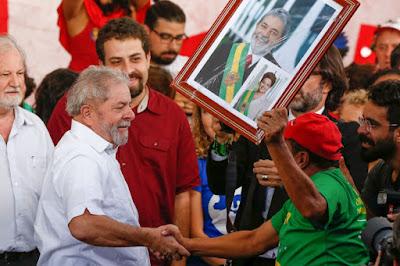 Bancadas do PT do Congresso preparam-se para ir ao depoimento do apedeuta Lula