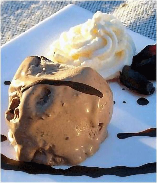 Dessert-Recipe-5-Black-Forest-Ice-Cream
