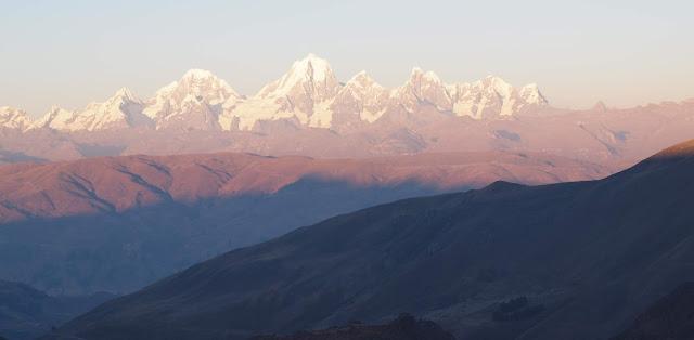 Montañas, El camino de la vida, Historias de mujeres, Existencialismo, Poemas de dolor, Viajera significado, Huay Huash, Andes peruanos