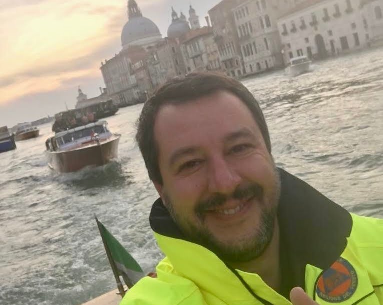 Maltempo: morti a Palermo, Salvini selfie sorridente a Venezia.