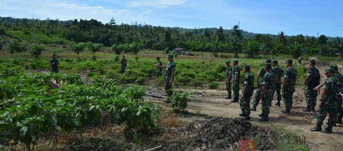 Pangdam XVI/Pattimura Mayjen TNI Doni Monardo berserta rombongan melaksanakan kunjungan kerja ke Yonif 731/Kabaresi.