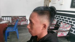 Pangkas Rambut Model Kuncir Top Knot