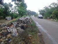 Sampah  Menumpuk di Sepanjang Jalan, Warga menjadi Resah