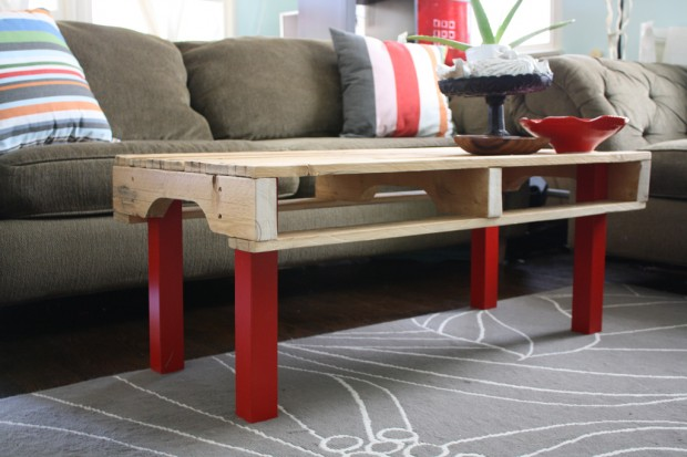 This partial pallet coffee table looks great with some bright red legs