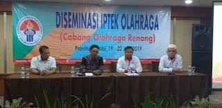Kabid Tenaga organisasi kepemudaan kepramukaan dan keolahragaan Dispora Provinsi Jambi Membuka Secara Resmi Diseminasi IPTEK Cabang Olahraga Renang.