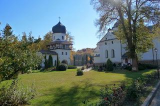 Крехів. Монастир св. Миколая. Надбрамна вежа і церква св. Миколая