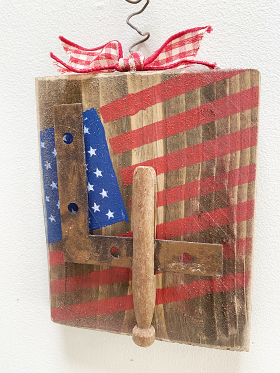 Wooden American flag with junky 4 and a bow