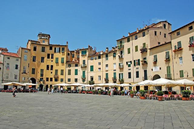 piazza anfiteatro-Lucca