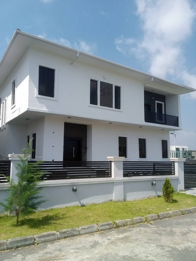 5 Bedroom Fully Detached Duplex for sale At Lakeview Estate, VGC