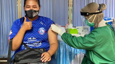 Menyambut Hari Ulang Tahun Arema, Polres Malang Berikan Kado 250 Dosis Vaksin untuk Aremania dan Aremanita
