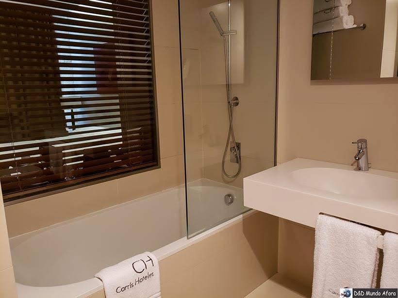 Banheiro do Hotel Carris Porto Ribeira: onde ficar no Porto