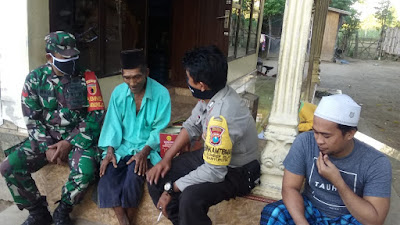 Kaur Kesra Desa Sumber Rejo Gandeng TNI POLRI, Bagi Sembako