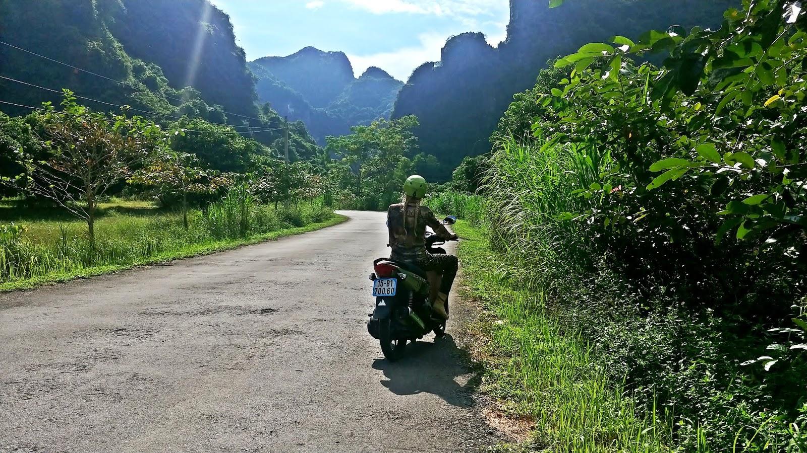 wyspa cat ba w wietnamie skutery
