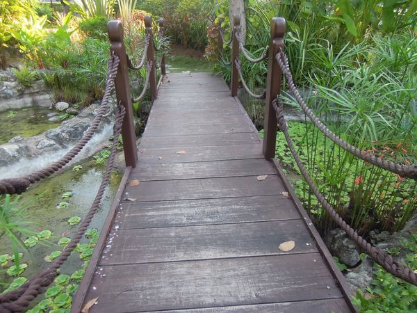 A small bridge at Shangri-La's Mactan Resort and Spa's garden