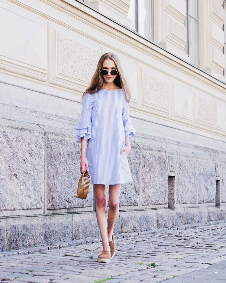 summer-outfit-blue-and-white-striped-dress