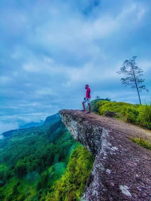 කබරෙකුගේ හැඩයෙන් යුත් -  කබරගල ⛰🍃🍂 (Kabaragala) - Your Choice Way
