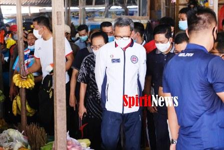 Gubernur Sulsel, Pastikan Masyarakat di Pasar Bonea Selayar Tetap Taat Protokol Kesehatan Covid- 19