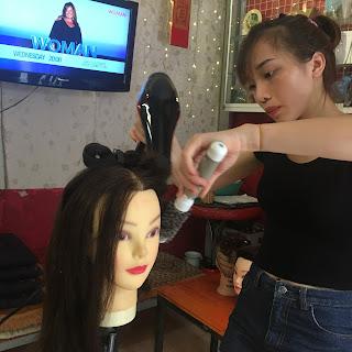 Trung tâm đào tạo cắt tóc gội đầu Korigami tham gia khắc phục khủng hoảng kinh tế