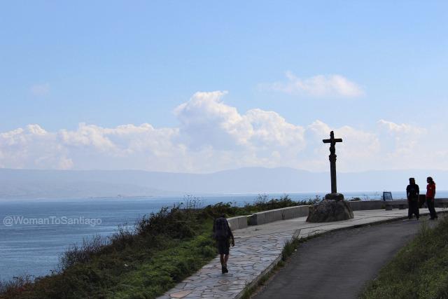 foto de peregrinos en la cruz de baixar