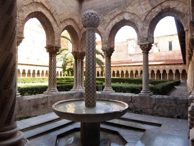 fontana nel chiostro benedettino