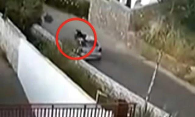 Βίντεο ντοκουμέντο από τροχαίο: Εκσφενδονίζεται στον αέρα 24χρονος Ανθυποπλοίαρχος (ΒΙΝΤΕΟ)