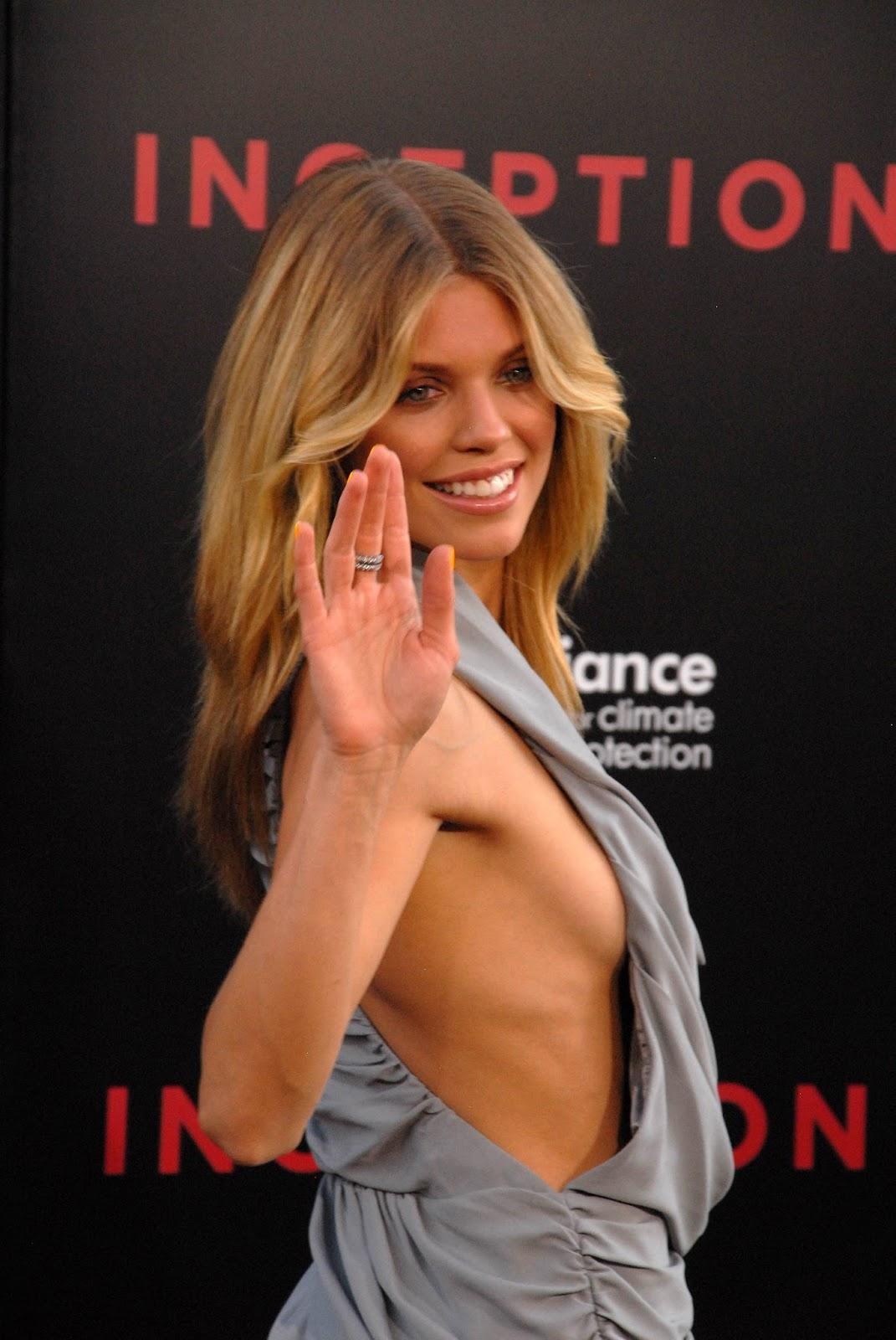 Jennifer connelly bikini photos
