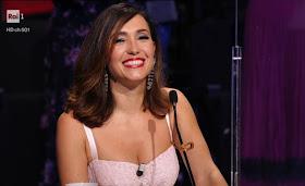Caterina Balivo sorriso il cantante mascherato 5 febbraio