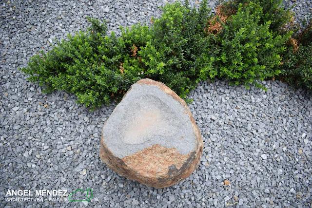 jardines con rocas, jardines con piedras, jardines con áridos, monolitos de piedra