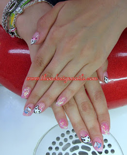Hello Kitty Nail